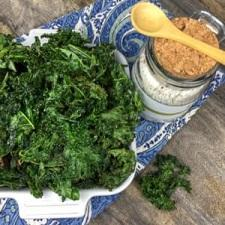 Crispy Seasoned Kale Chips – Whole30 Compliant, Low Carb and Gluten Free